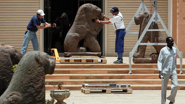 Photo of تفاصيل مثيرة في قضية سرقة شجرة الصندل من المتحف