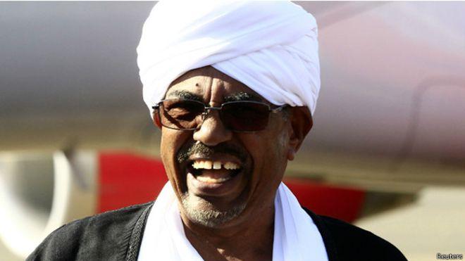 """Photo of نائب المجلس الصوفي رأيت الرئيس البشير على سيارة بيضاء """"يخلي القصر من الدستوريين"""""""