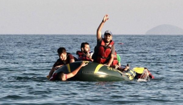 Photo of العثور على زورق يتسع لعشرات المهاجرين فارغًا في المتوسط
