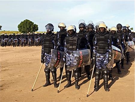 Photo of إحباط تهريب سلع غذائية ووقود وضبط أسلحة بولاية سودانية