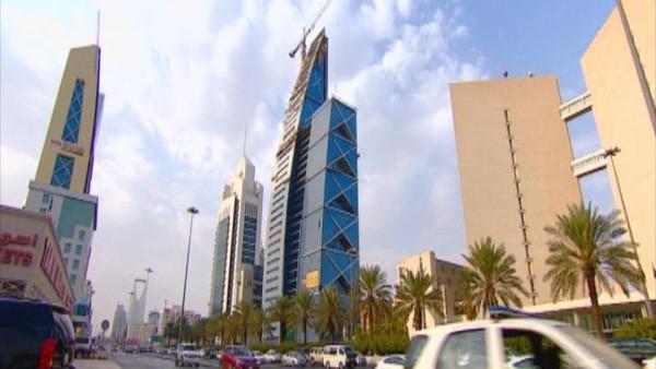 Photo of للمغتربين ..مسؤول بوزارة العمل السعودية : نسعى لتوطين جميع القطاعات الصحية و السيارات