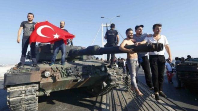 "Photo of إلغاء ندوة ومصادرة صحيفتين بسبب ""انقلاب تركيا"""