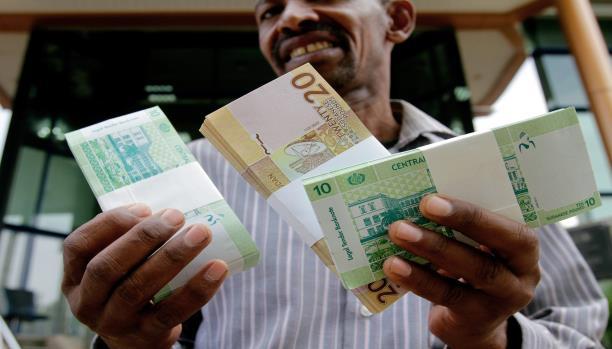 Photo of المالية تسد منحة العيد مع مرتبات مايو للعاملين بالدولة