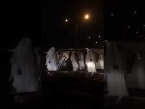 Photo of بالفيديو.. لحظة انقلاب سيارة عريس أثناء الزفة بسبب التفحيط