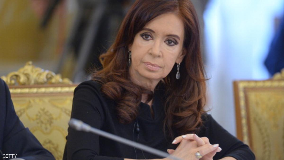 "Photo of ""حقائب الدولارات"" تضع الرئيسة السابقة بقفص الاتهام"