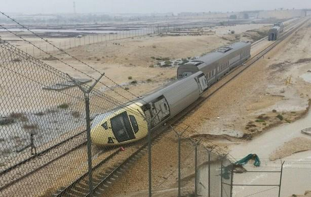 "Photo of السعودية:""الخطوط الحديدية"" تكشف ملابسات وأسباب انقلاب قطار الدمام"