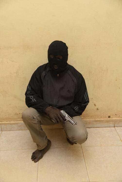 Photo of محاكمة أجنبي بتهريب مخدرات داخل سماعات عبر مطار الخرطوم