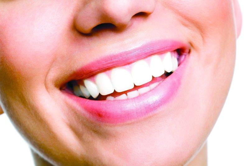 Photo of ما الذي يعنيه وجود مذاق معدني في فمك؟