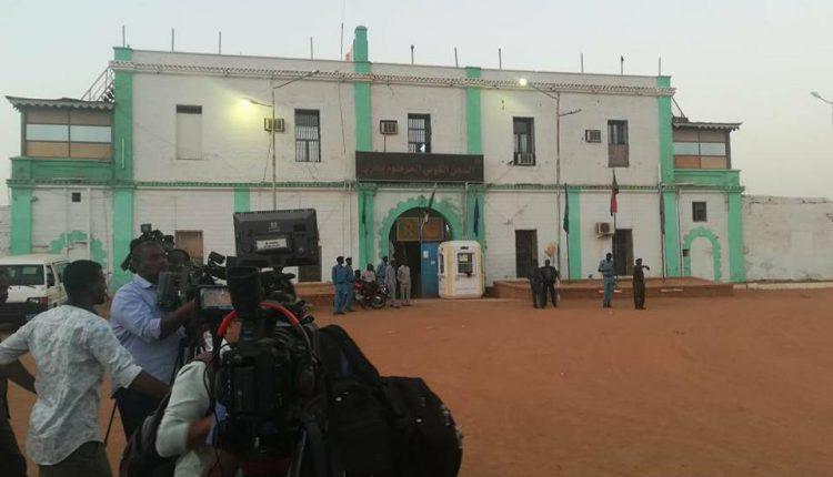 Photo of الزكاة تطلق قافلة لإفطار نزلاء السجون بالخرطوم