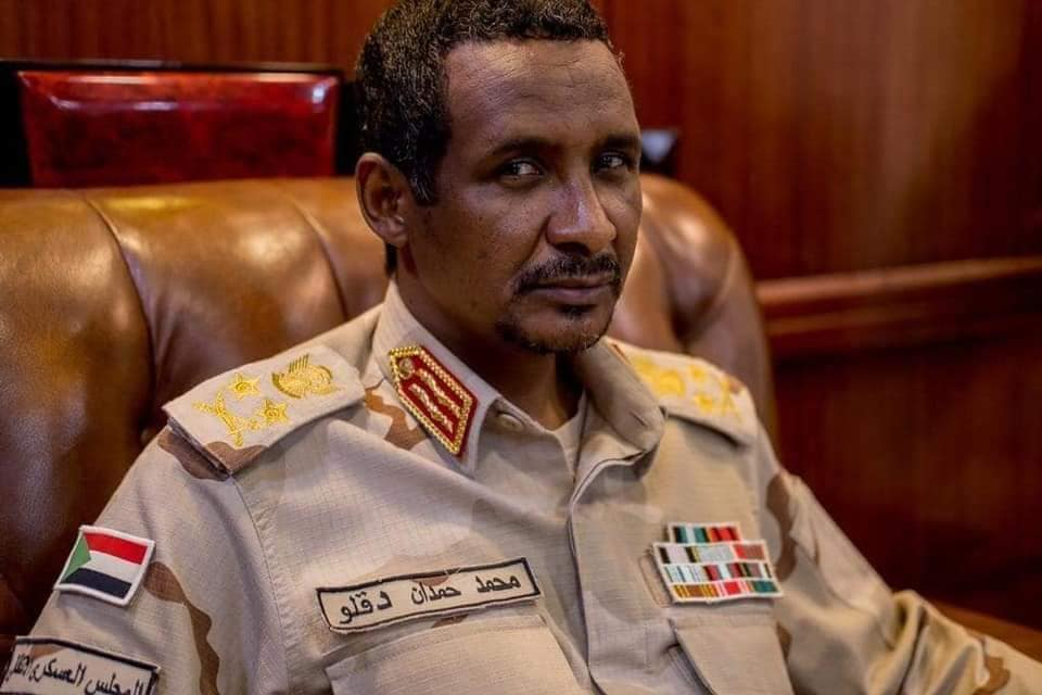 Photo of رويترز: حميدتي ينهب ذهب السودان… وثائق تكشف هيمنة شركة يملكها شقيقه على القطاع