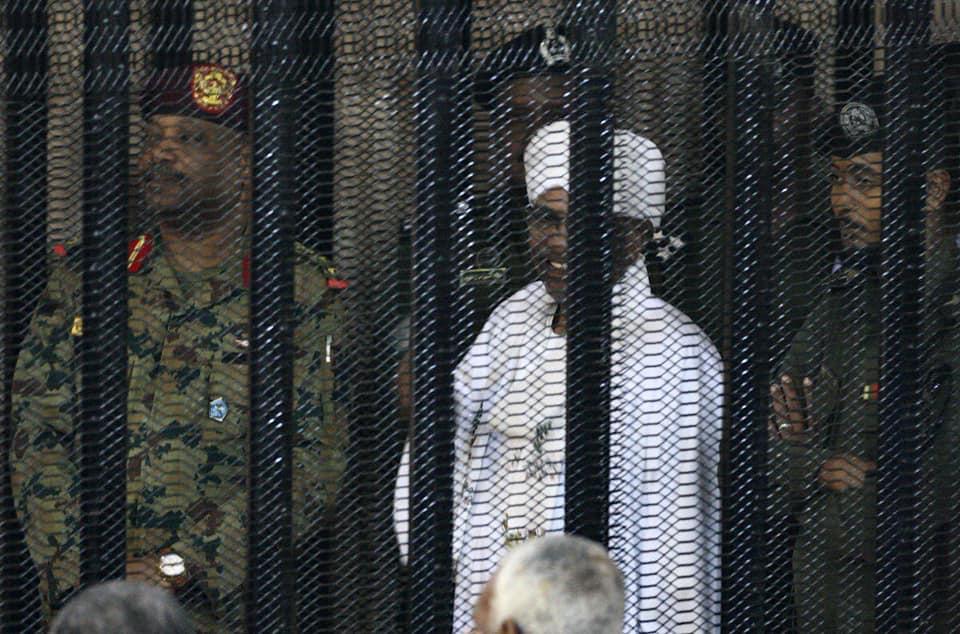 Photo of المحكمة تحدد موعد النطق بالحكم في قضية البشير