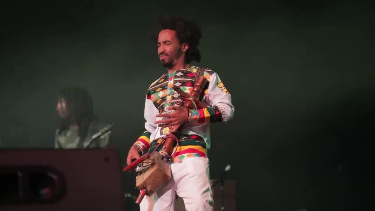 Photo of المطرب الأثيوبي الشهير تيدي أفرو يغني (سقطت) ..فيديو